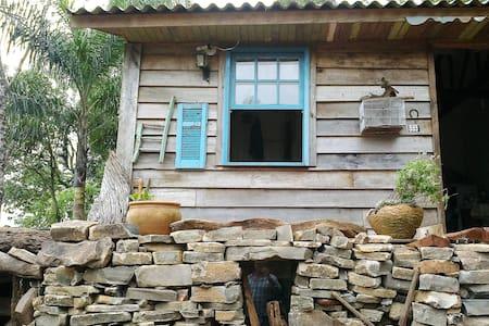 Cabana temática. com mata virgem e porão. - Água Santa - Natur-Lodge