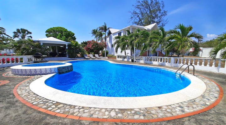 OFFER- VILLA ALIA ★ Palenque Mansion for 20 guests