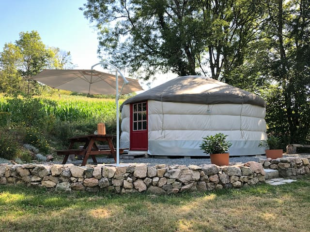 Beautiful modern yurt in Morvan regional park