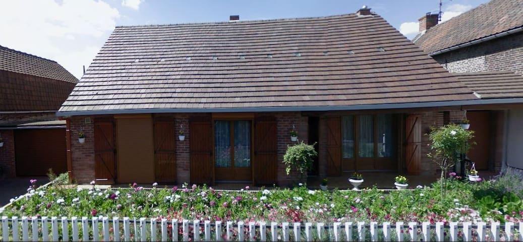 12places (maison) et+ (jardin-tentes) à 20mn Lille - Phalempin - Dům
