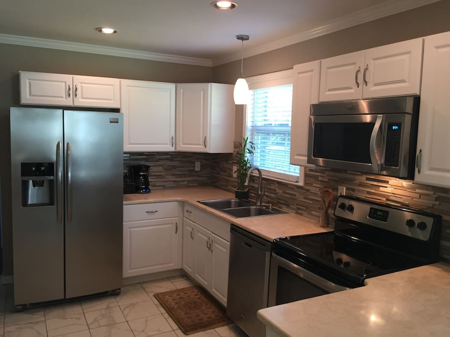 Granite counters and new appliances/dishwasher