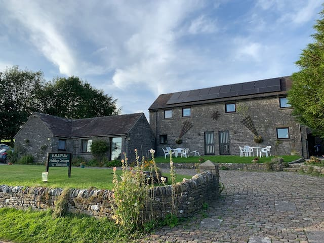 3 Lovely Stone Cottages - With Large Play Barn
