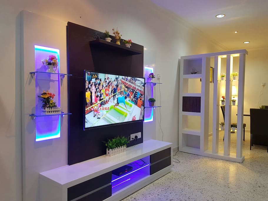 Spacious Living Hall equipped with 50 inches Flat TV, Astro and DVD player as well as others games ( 3 players Mahjong, chess and Chinese chess)