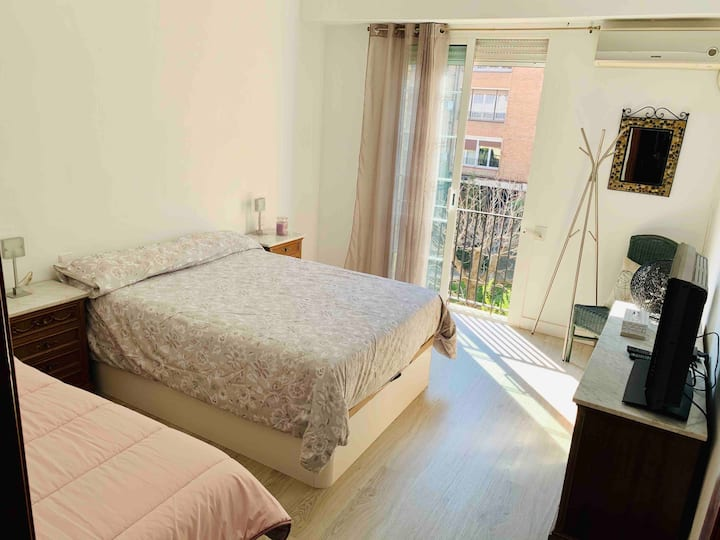 Grande double room, With 2 beds and TV