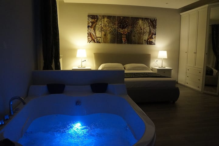 B&B Maison Grace Suite con vasca jacuzzi in camera