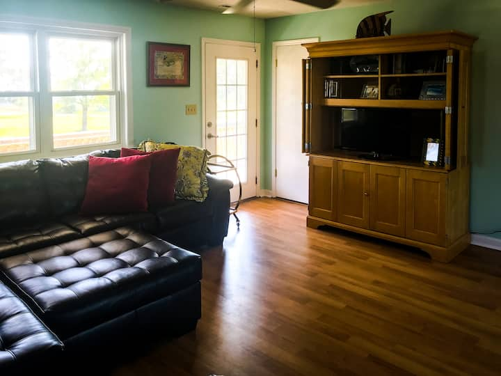 Waterfront Guest Suite close to Topsail Beach