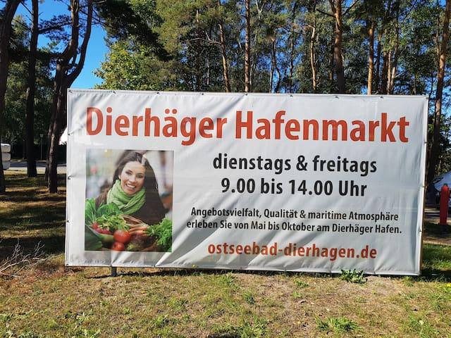 Dierhäger Hafenmarkt mit regionalen Händlern