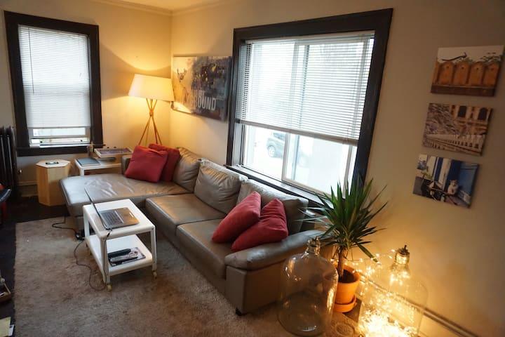 Cozy 1 bedroom apartment conveniently located