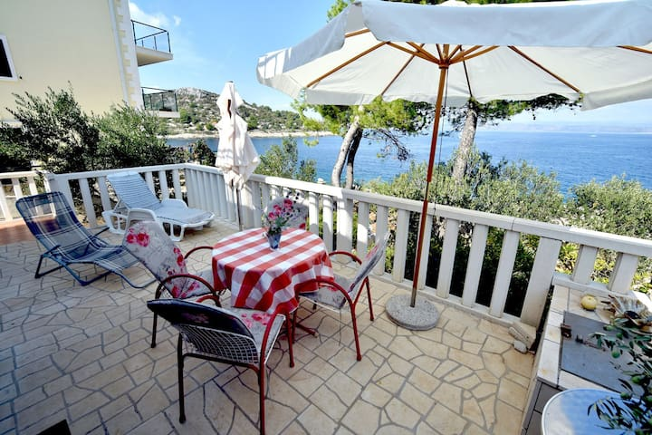 Apartment Ela A1 Rogac, Island Solta
