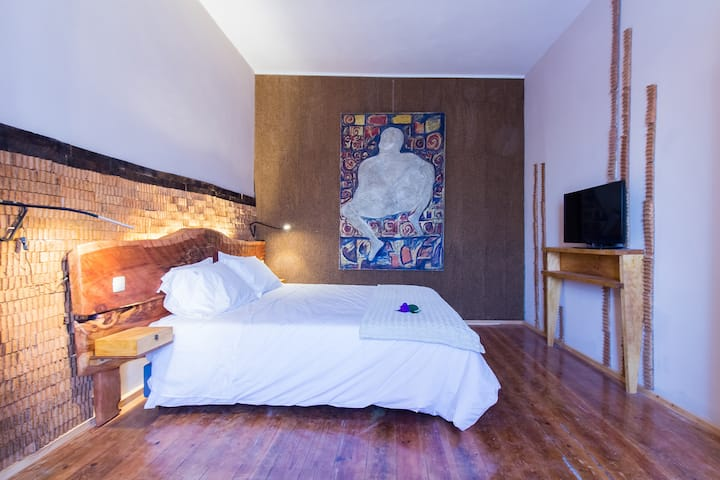 Feel at Home Guest House - A mulher