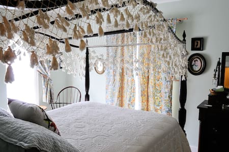 Oviatt House Bed and Breakfast - 特拉弗斯城(Traverse City) - 家庭式旅館