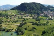 Una delle incantevoli viste su Villagrande di Montecopiolo.