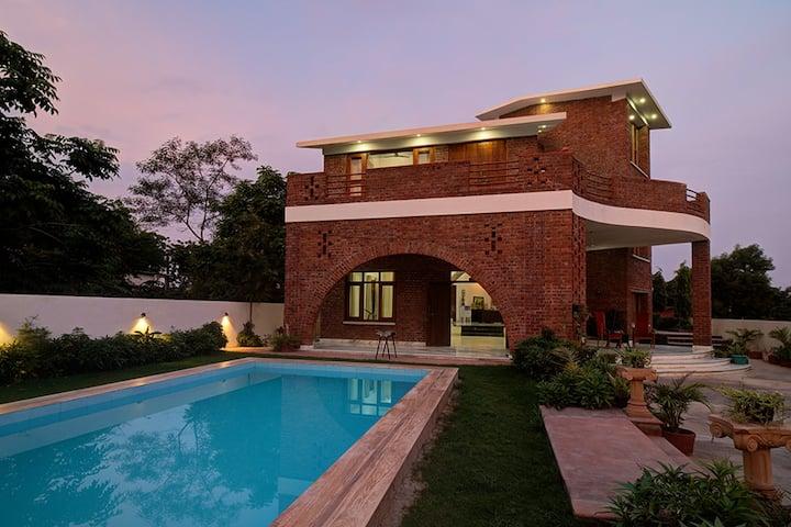 Affluent bedroom in bungalow @ Tiger hills