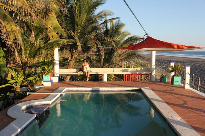 Oceanfront Tropical Paradise Beachfront - Barra de Santiago - Hus