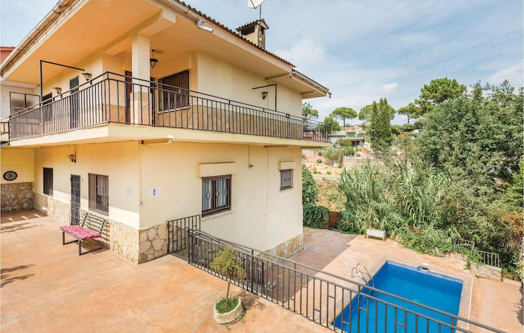 Holiday cottage with 7 bedrooms on 200 m² in Maçanet de la Selva
