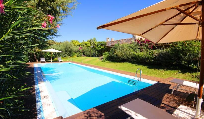 Prestigiosa villa con piscina a 100 m da spiaggia
