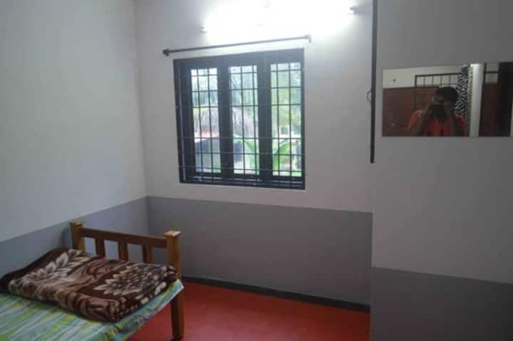 FANAR HOME STAY with HOMELY FOOD Non A/c