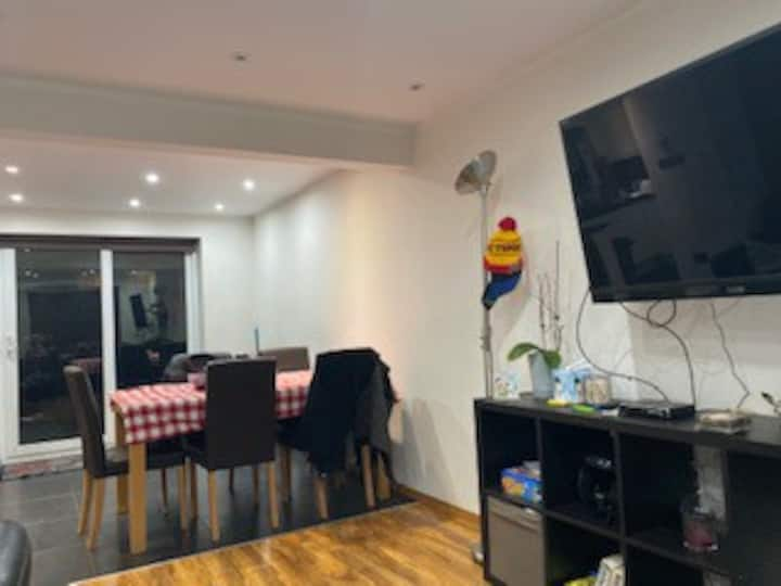 Close to airport, kingsside bed,close to gym