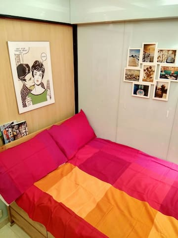 Green Double Bed Studio by MTR - Causeway Bay