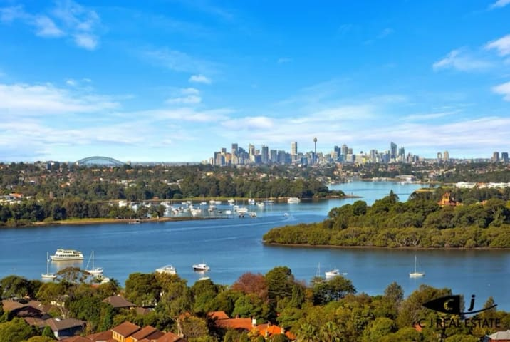 Sydney Harbour Water Views 3BR Modern Stylish Apt