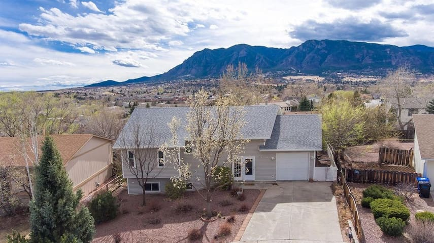Spacious charming home near Downtown with Views