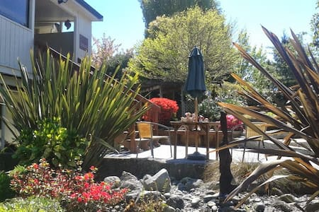 The Tui's Rest, Acacia Bay, Taupo ,1 bed apartment - Taupo - Wohnung