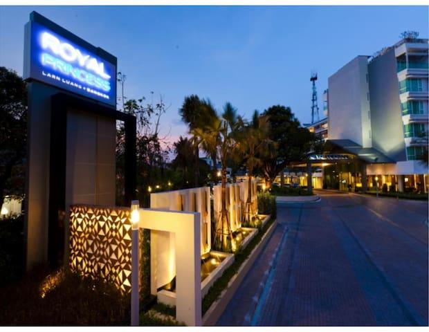 Royal Princess Larn Luang Hotel1