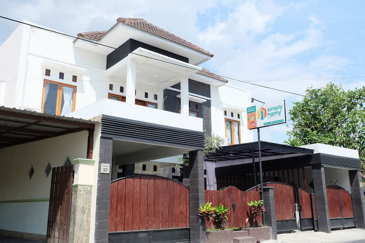 Private Villa 6 kamar full AC dekat Malioboro