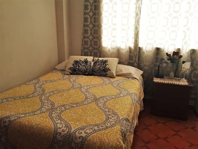 Acogedora y cómoda habitación; wi-fi/tv cable