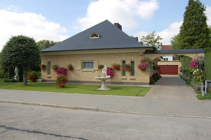 B&B Bloemenweelde - Kortrijk - Pousada
