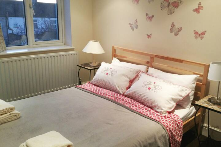 Romantic Room in Bright Loft close Tooting Station