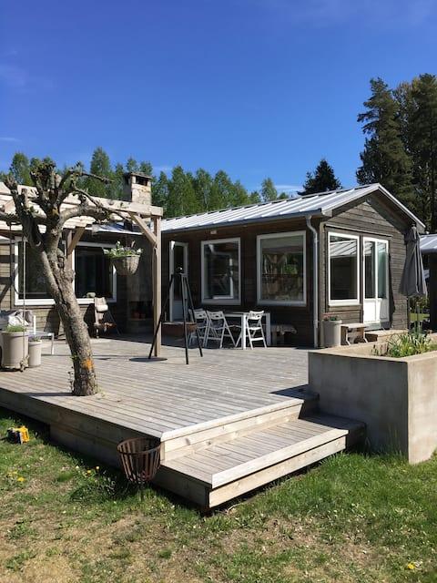 Huis + gastenverblijf, aan het Vänernmeer