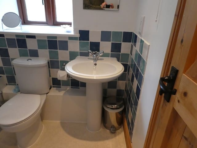 Tranquil pet friendly cottage in rural setting.
