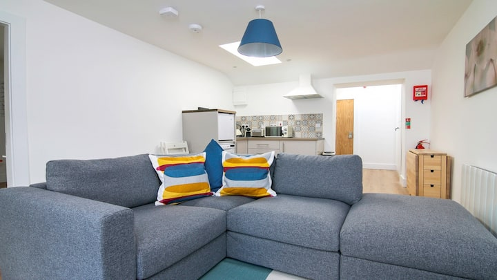 Executive Penthouse w/ views of Eyre Square. Location!