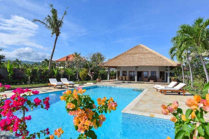 EXCLUSIVE LUXURY PRIVATE BEACHFRONT VILLA & POOL.