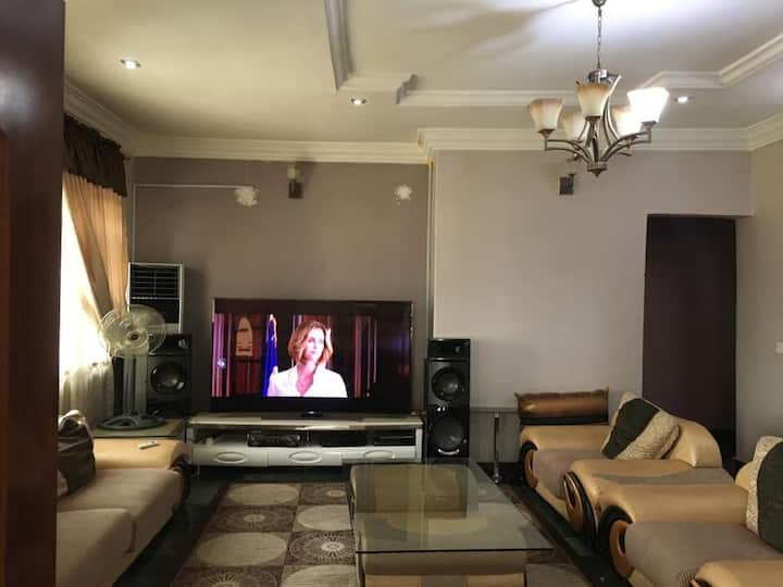 Fully Serviced 2Bed Room Apartment with Workspace.
