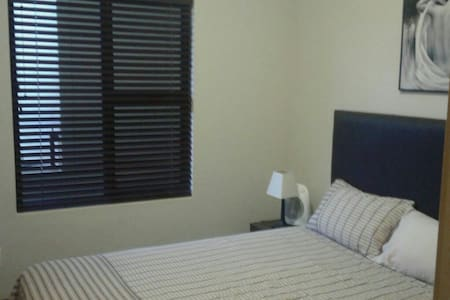 Cosy 2 bedroom 1 min from  Gateway - Umhlanga