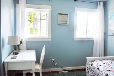 relaxing &clean and cute room in SE portland - Portland - Huis