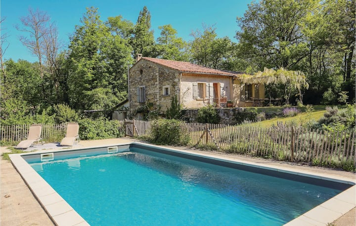Awesome home in Le Poet Laval with Outdoor swimming pool, Outdoor swimming pool and 3 Bedrooms