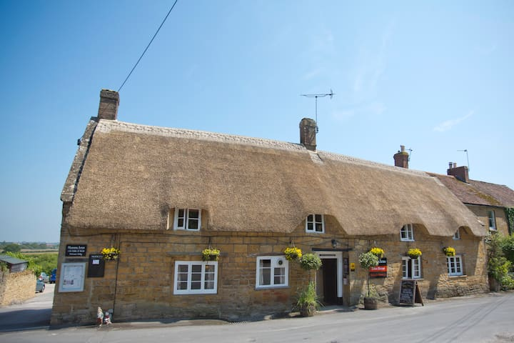 The Masons Arms, pub with rooms, double room No.3