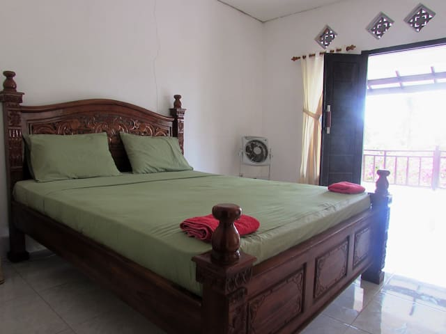 Double Bedroom with Fan, very near to the beach 2