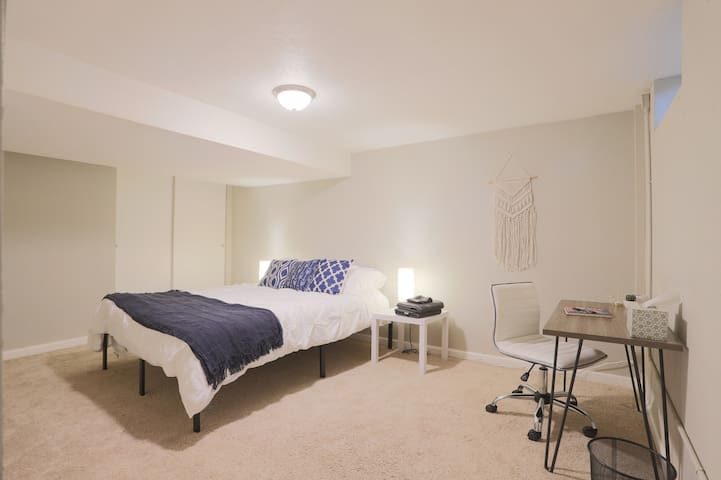 Cozy Guest Suite in Beautiful Park Hill Home!