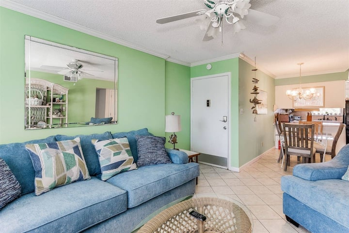 Classic & Cozy Beach Condo! Gulf Access w/ Pool!