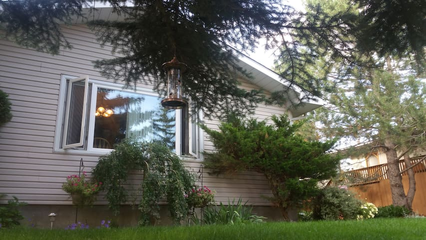 KIND AND FRIENDLY - Calgary - House