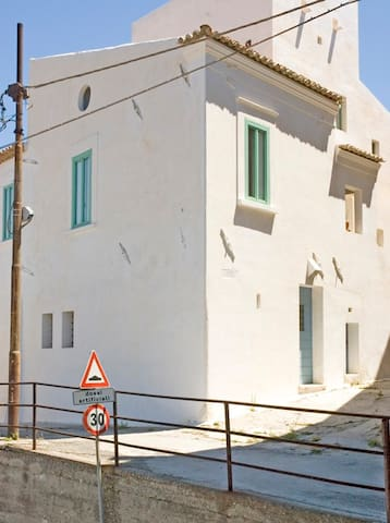 Casa Chiarotti.  Antica casa con scala esterna