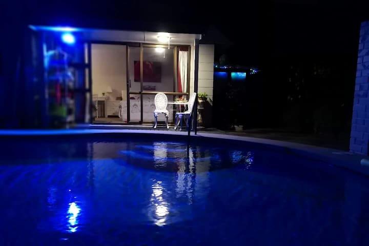 Hot pool&Spa.Lilys B&B 地热温泉游泳池和Spa之高档享受及配置的民宿B&B