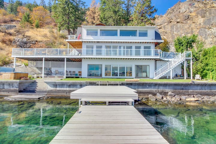 Lakefront w/ three levels, hot tub, dock, and great views - dogs OK!