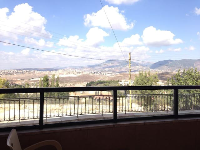 Entire place heavenly hills, kfour near Nabatieh