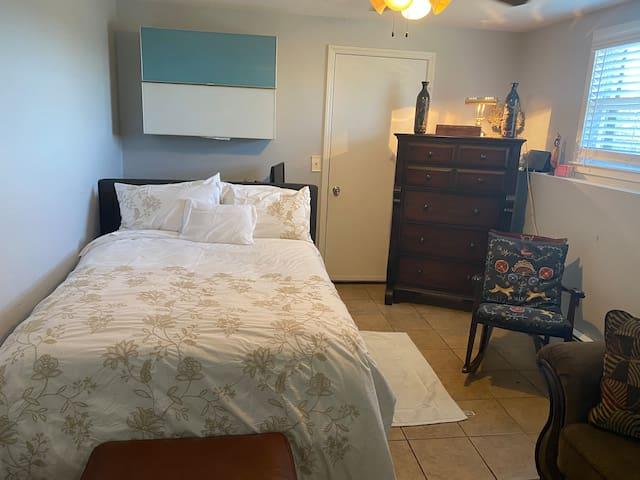 One bedroom queen bed