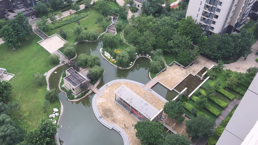 西山脚下的宁谧,俯瞰北京!紧邻八大处公园,八大处医院,香山,8分钟到达1号线,30分钟到达西单!
